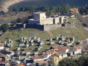 Espigueiros do Lindoso e o Castelo