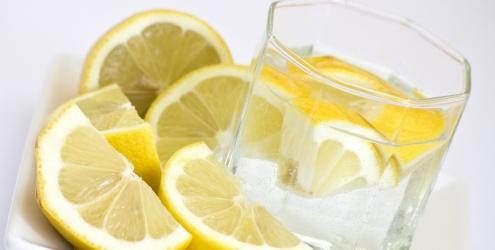 Desintoxicação do organismo com água e limão