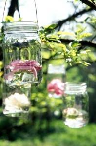 Jarras feitas com frascos de vidro
