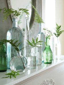 Jarras feitas com frascos e garrafas de vidro
