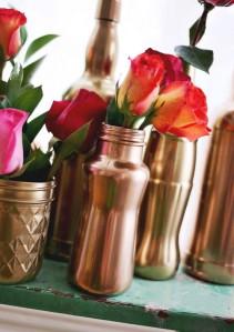 Jarras feitas com garrafas e frascos de vidro